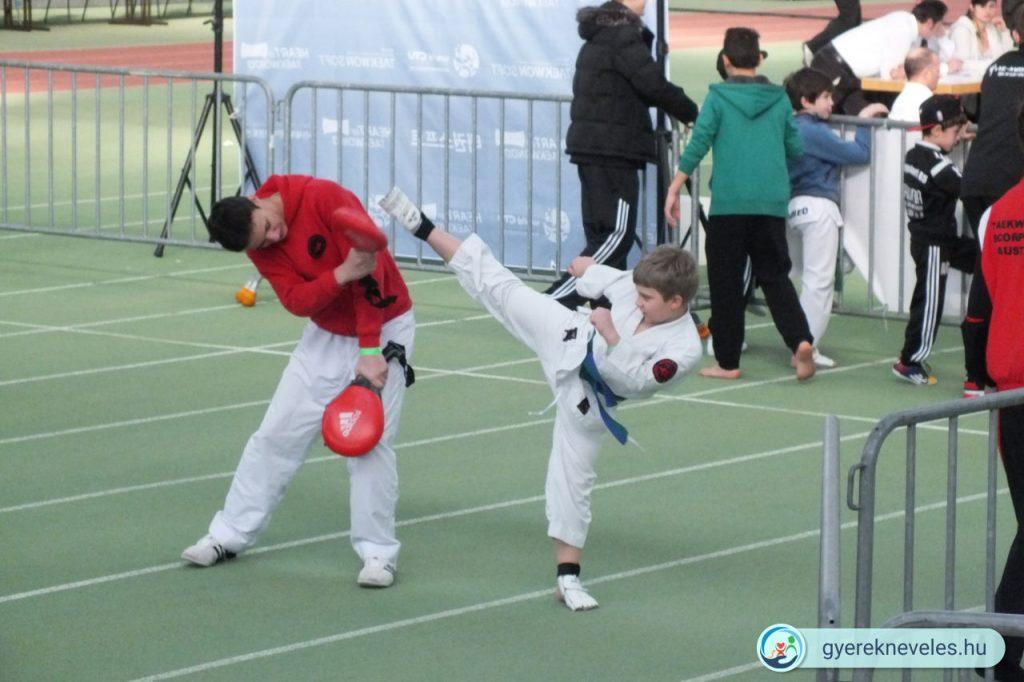 Tinédzserek motivációja helyreállítható, de kell egy jól egy cél, ami sport is lehet, például taekwondo.