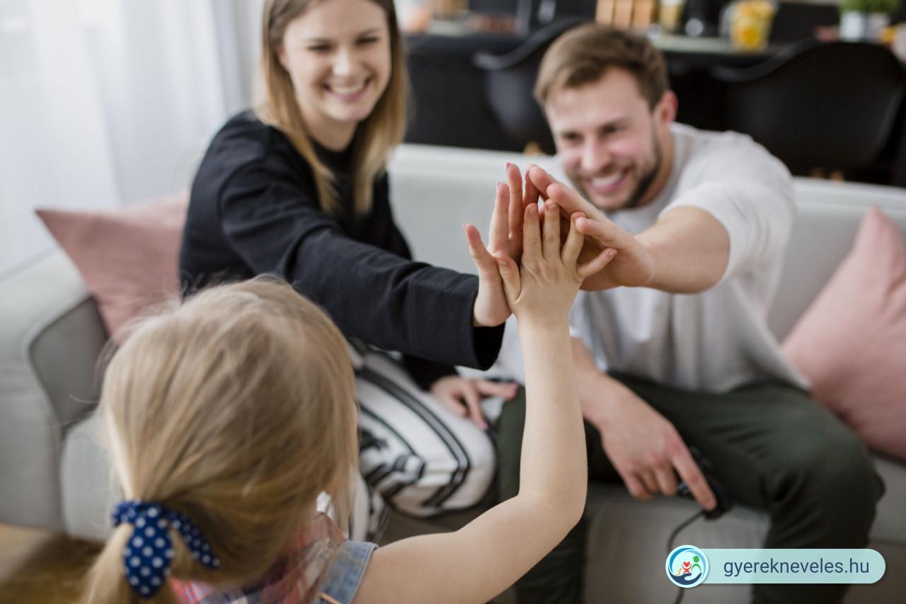 Amikor a két szülő másképp nevelné a gyereket - Novák Ferenc