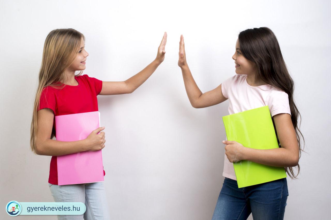 Bajt kever a gyerek oviban vagy suliban? Tanítsd meg örülni mások sikerének!