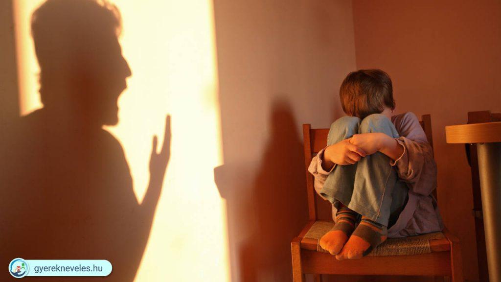 Agresszív szülő