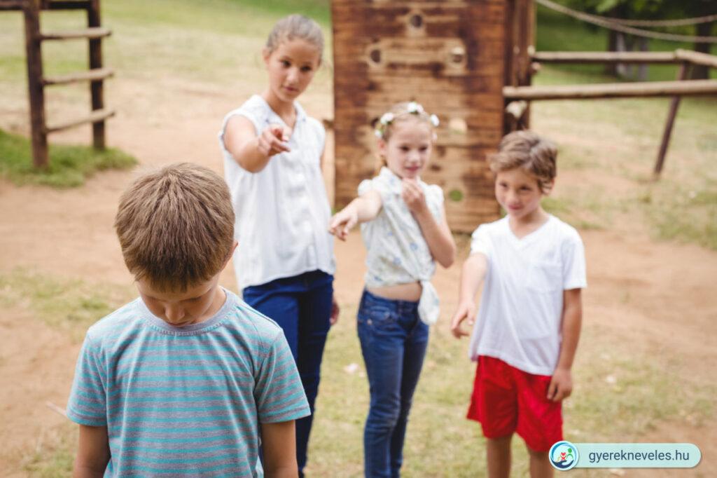 Hogyan csökkentheti a szülő a bullying gyerekre leselkedő veszélyeit? - Novák Ferenc írása a gyereknevelésről