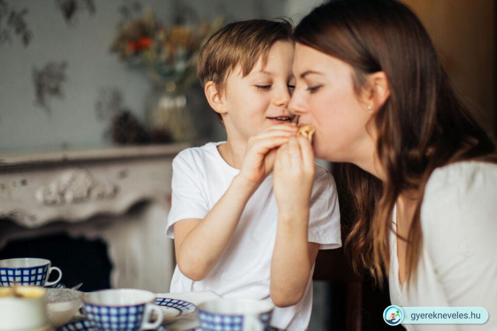 Nevelés anya gyerek - Pedagógia és példamutatás